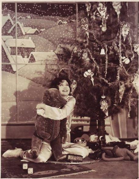 clara-bow-christmas-teddy-bear